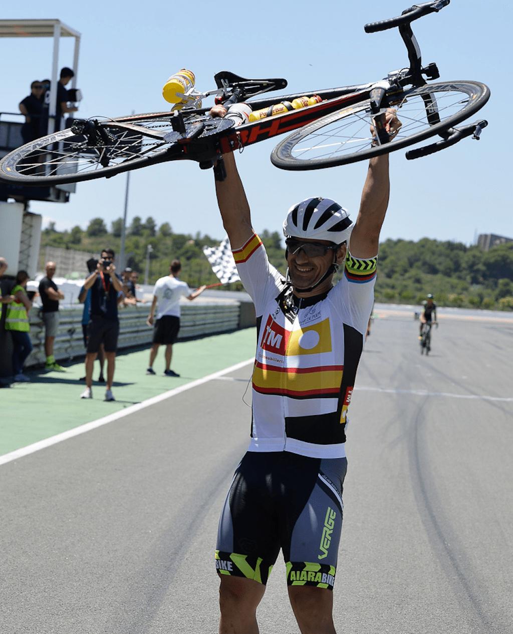 Julián Sanz, campeón de España 24 horas en Cheste.