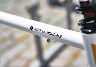 Oliver Naesen, una bicicleta de acero en París