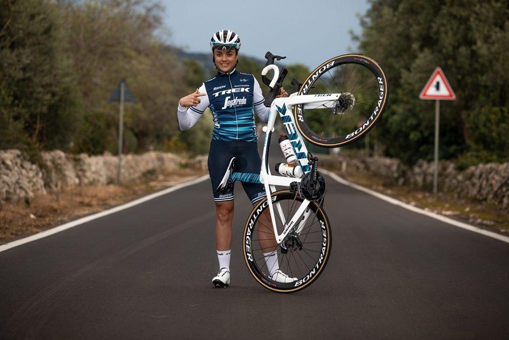 e60b11633ff El equipo femenino Trek-Segafredo ha lucido recientemente este nuevo diseño  en color azul en el Santos Tour Down Under, donde la corredora Letizia ...