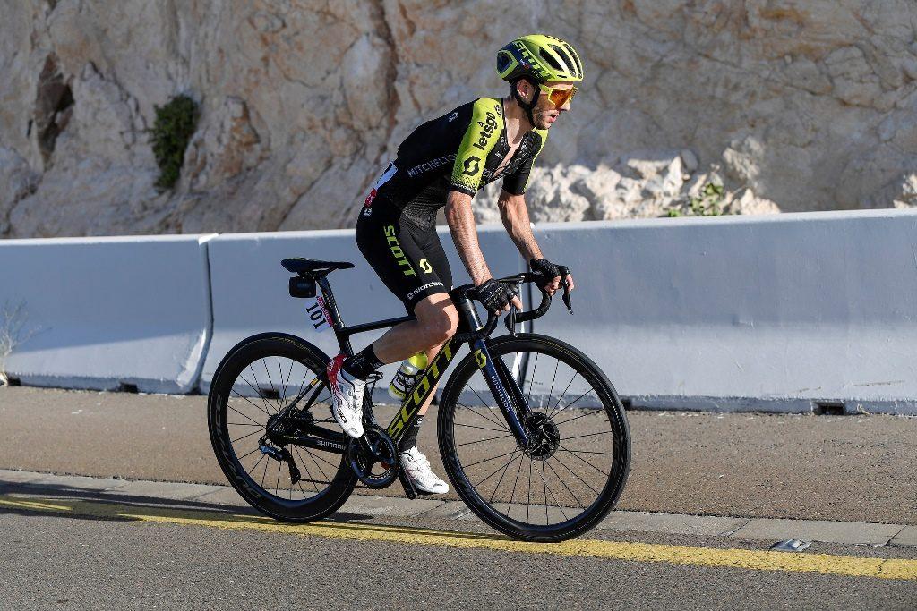 adam-yates-mitchelton-scott-uae-tour-2020-etapa3-meta-2