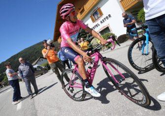 richard-carapaz-movistar-team-giro-italia-2019-canyon-1