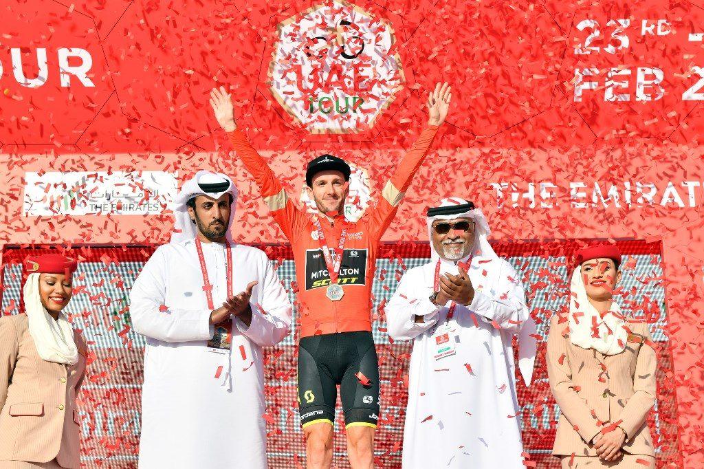 adam-yates-mitchelton-scott-uae-tour-2020-etapa3-podio