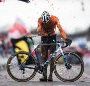 mathieu-van-der-poel-canyon-mundial-ciclocross-2020