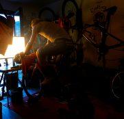 Luz en el confinamiento: Una ventana a la intimidad de 21 ciclistas