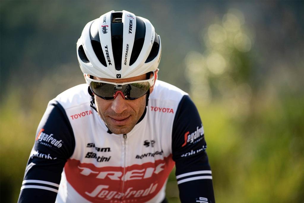 Trek-Segafredo suma a Toyota a su maillot en Italia - Zikloland