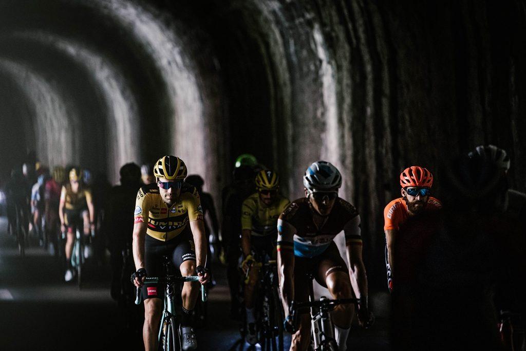 tour-francia-2020-etapa5-peloton-tunel