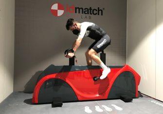 Joaquim Rodríguez revisa su posición con el sistema biomecánico Bike Lab