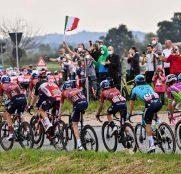 giro-italia-2021-peloton-etapa2