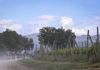 giro-italia-2021-sterrato-peloton-7