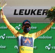 richard-carapaz-ineos-tour-suiza-2021-etapa5-podio