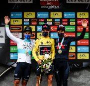 richie-porte-alexey-lutsenko-geraint-thomas-criterium-dauphine-2021-podio