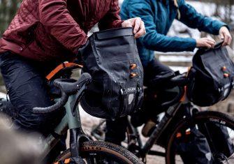 El 'bikepacking' perfecto con Ortlieb: Las bolsas esenciales para tu aventura